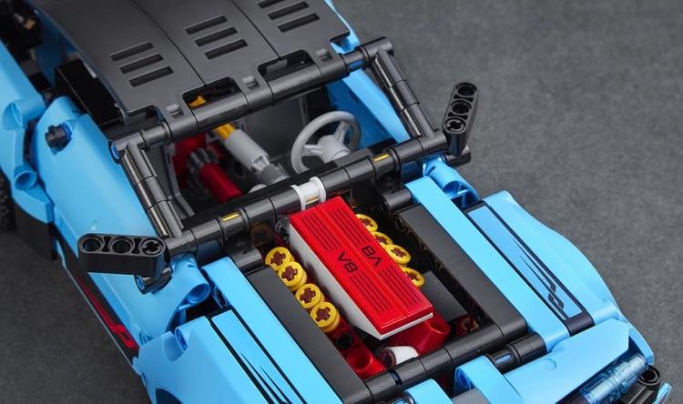 lego-technic-42098-details-0004.jpg